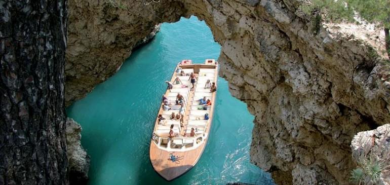 Le escursioni alle grotte marine del Gargano